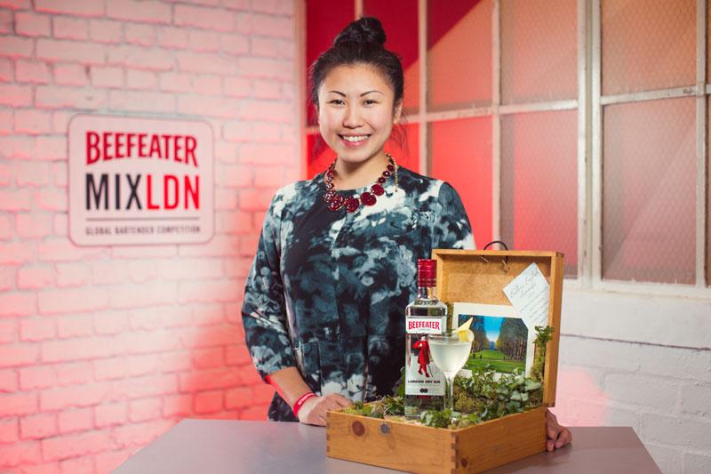 Beefeater MixLdn 2015, με άρωμα γυναίκας  - Χρυσοί Σκούφοι