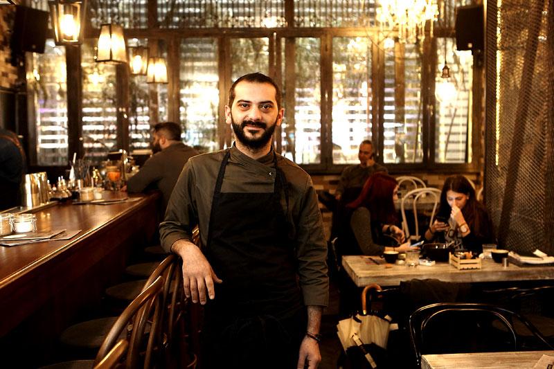 Λεωνίδας Κουτσόπουλος: o ροκάς, ασυμβίβαστος σεφ του «Feedέl» - Χρυσοί Σκούφοι