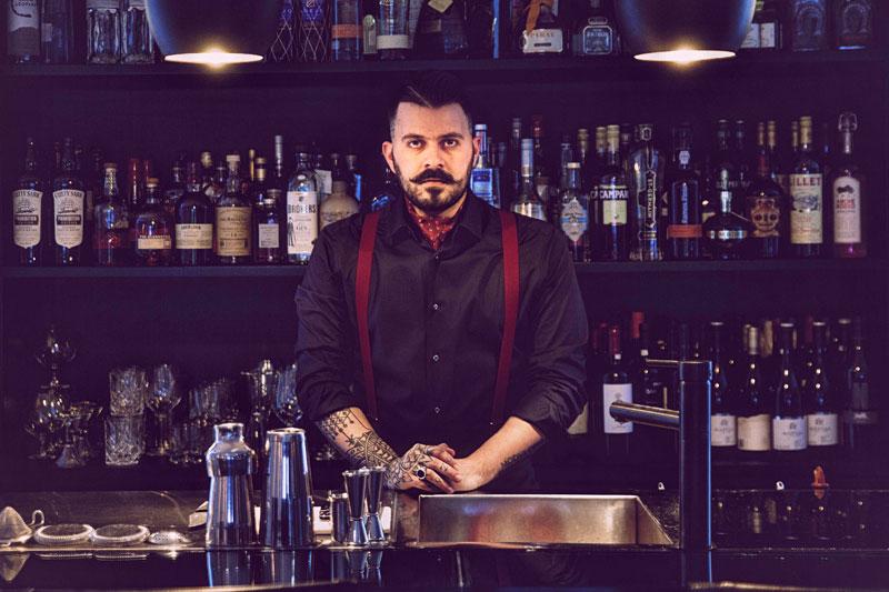 Βασίλης Τσομπανίδης: «Για να φτιάξεις ένα κοκτέιλ δεν ανακατεύεις ποτά αλλά φιλοσοφίες» - Χρυσοί Σκούφοι