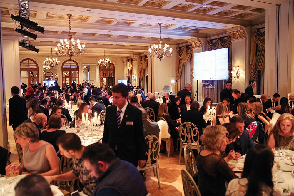 Η λαμπερή αίθουσα του Ballroom της «Μεγάλης Βρεταννίας»