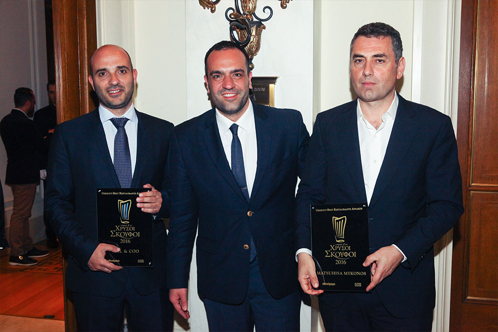 Μυκονιάτικο ενσταντανέ: ο ιδιοκτήτης του Bill & Coo Θεοδόσης Κακούτης με τον δήμαρχος Μυκόνου Κωνσταντίνο Κουκά και τον Τάσο Ιωαννίδη του Mathuhisa Mykonos