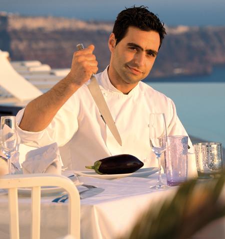 Ο Σπύρος Αγιούς, σεφ στο «Grace Santorini»