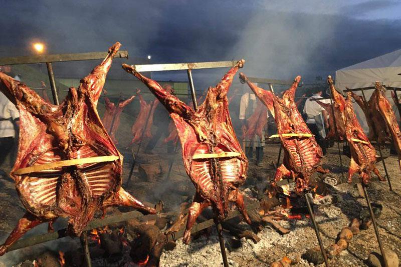 Ο οβελίας, η αντικριστή parilla και τα μυστικά του κρέατος - Χρυσοί Σκούφοι
