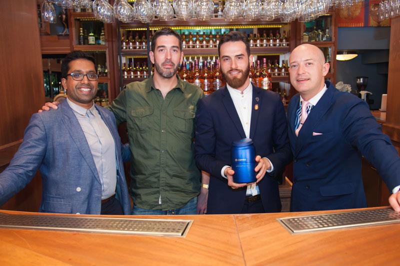 Από αριστερά ο Ryan Chetiwardana, International Bartender 2015, ο Mike Aikman, ιδιοκτήτης τριών bars στο Εδιμβούργο, ο Στέφανος Δραγανιδάκης και ο Max Warner, Chival Global Brand Ambassador