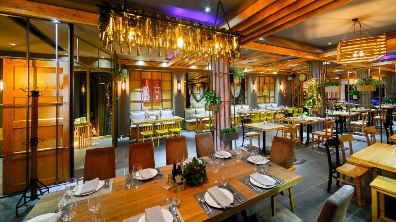 «Yiamas»: Gastro Bar αξιώσεων στην Καλαμάτα - Χρυσοί Σκούφοι