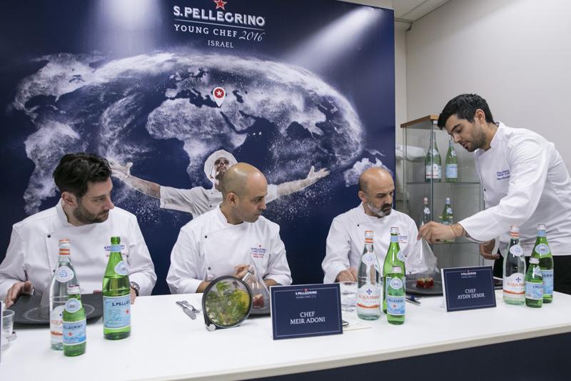 O Σταμάτης Μισομικές, που μας χάρισε και τη δεύτερη θέση κάνοντας τη χαρά διπλή μπροστά στους τρεις κριτές (από αριστερά προς τα δεξιά: Olivier Campanha, Μeir Adoni και Αydin Demir)