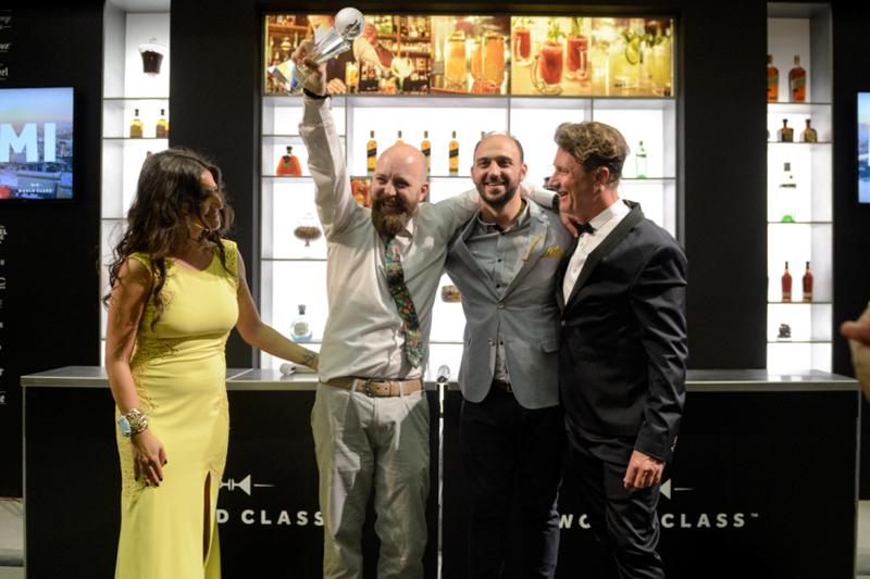 Ο Αλέξης Σιμωνίδης World Class bartender 2016  - Χρυσοί Σκούφοι