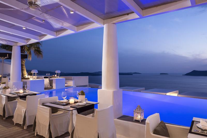 """Ο """"Anthos"""" του ξενοδοχείου «Kirini» στη Σαντορίνη, ανθίζει… - Χρυσοί Σκούφοι"""