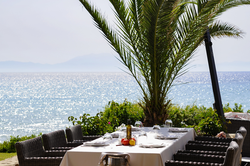 Στις θίνες («Dunes») του «Sani Resort»  επικρατεί ευφάνταστη μεσογειακή γαστρονομία και ρομαντισμός - Χρυσοί Σκούφοι