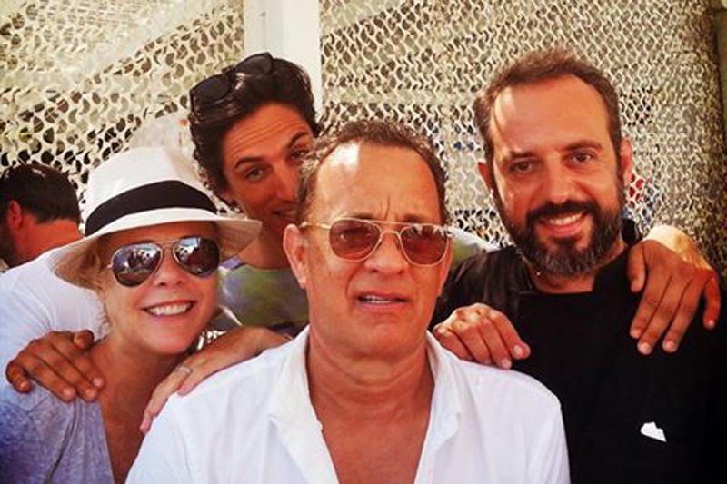 Που τρώει ο  Tom Hanks  όταν έρχεται στο Αιγαίο; - Χρυσοί Σκούφοι