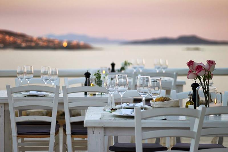 Ο Ξενάκης ανανεώνει ριζικά το εστιατόριο του Rocabella ως «Reeza»  - Χρυσοί Σκούφοι