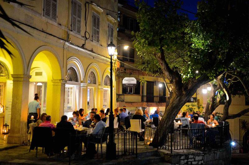 Αρχοντική κομψότητα στο «Pomo d' Oro» στην Κέρκυρα - Χρυσοί Σκούφοι