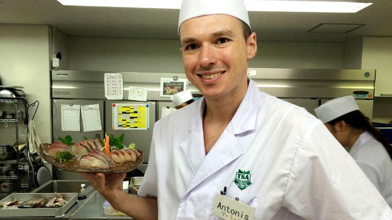 Ο Αντώνης Δρακουλαράκος του «Sushimou»  μέσα στους 100 καλύτερους σεφ του κόσμου. - Χρυσοί Σκούφοι