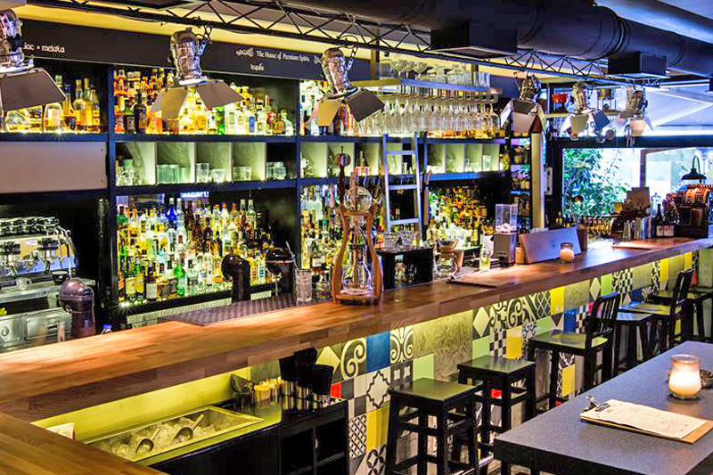 «Groove» ή πως ο Βόλος εξελίσσεται σε σημείο αναφοράς στη σκηνή των μπαρ της Ελλάδας - Χρυσοί Σκούφοι