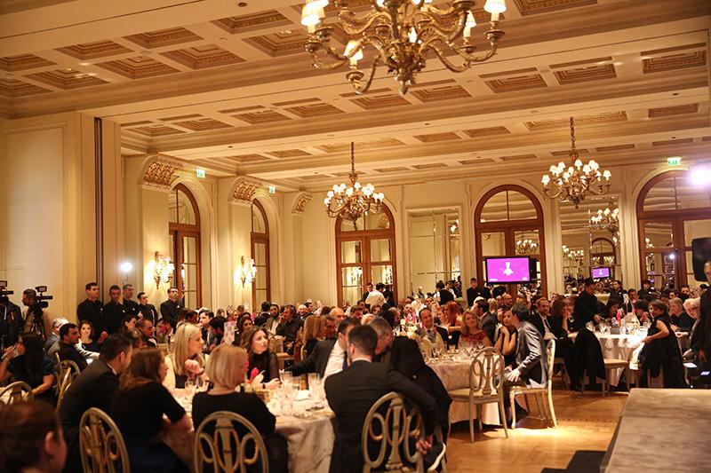 Το λαμπερό Grand Ballroom της «Μεγάλης Βρεταννίας» φιλοξένησε και φέτος το diner de gala των Χρυσών Σκούφων