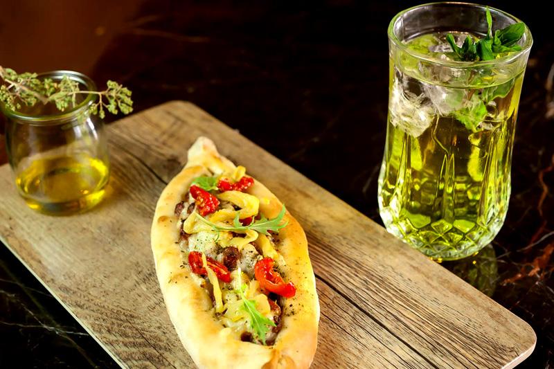 Στη «Hytra» για street food!  - Χρυσοί Σκούφοι