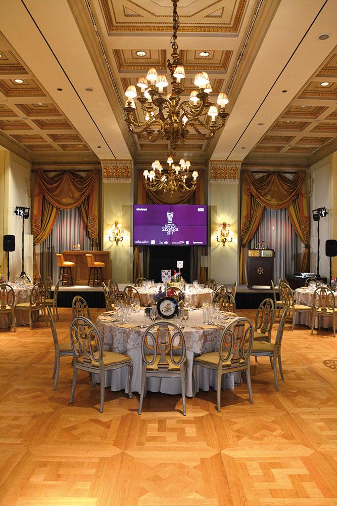 Very british art de la table στο απαστράπτον Grand Ballroom της «Μεγάλης Βρεταννίας».