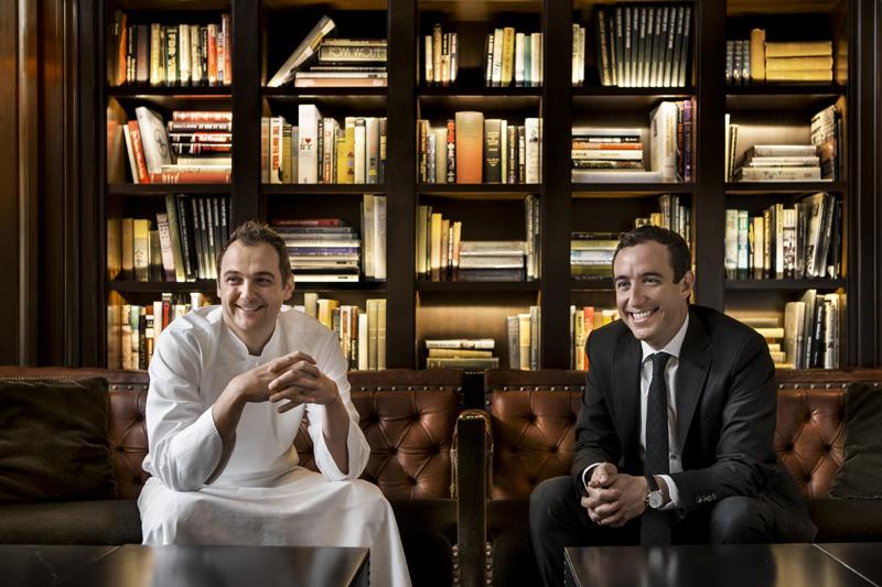 ο σέφ Daniel Humm και ο Will Guidara  του «Eleven Madison» - Χρυσοί Σκούφοι