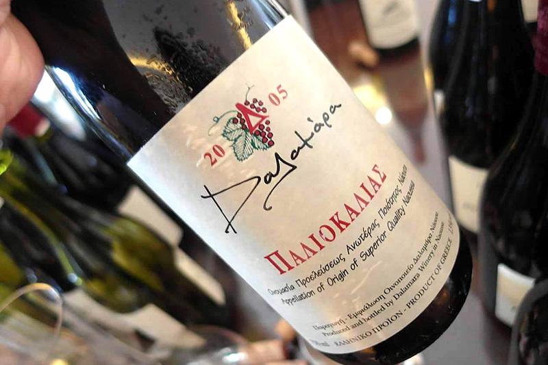 Κάθετη δοκιμή «Παλιοκαλιά»:  Το εμβληματικό κρασί της οικογένειας Δαλαμάρα έχει υπέροχη σχέση με το χρόνο  - Χρυσοί Σκούφοι