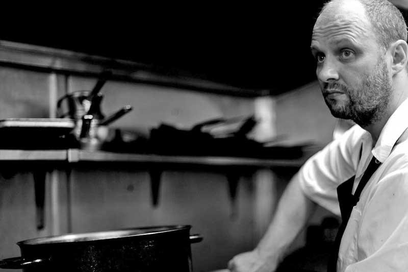 O διάστερος Simon Rogan για δυο βράδια στην «Σπονδή» - Χρυσοί Σκούφοι
