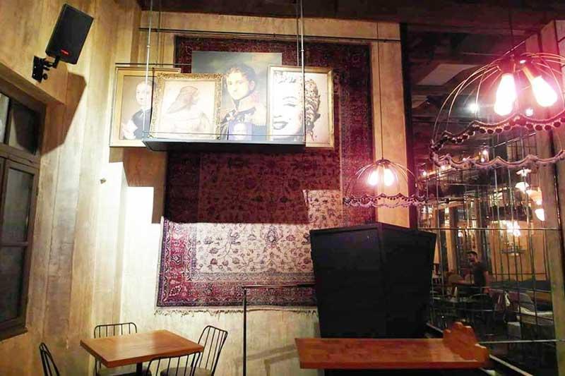 Baba Yaga: ένα bar με φιλοσοφία και αισθητική στη Καλαμάτα - Χρυσοί Σκούφοι