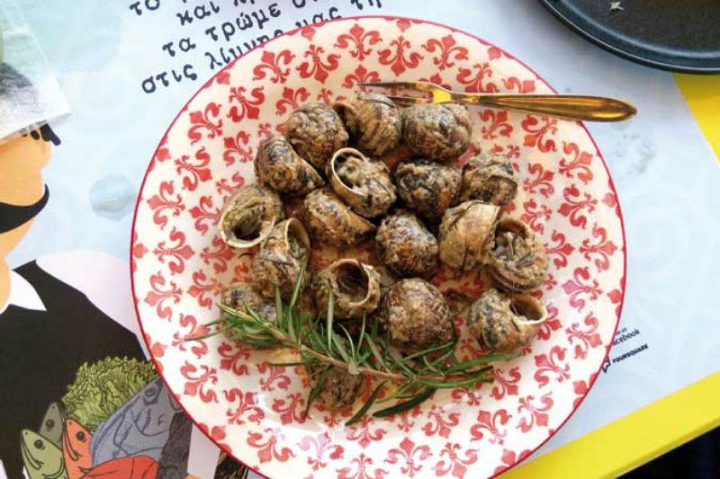 Απόσταγμα κρητικής γεύσης από το σαφάρι των Χρυσών Σκούφων στην Ελούντα - Χρυσοί Σκούφοι