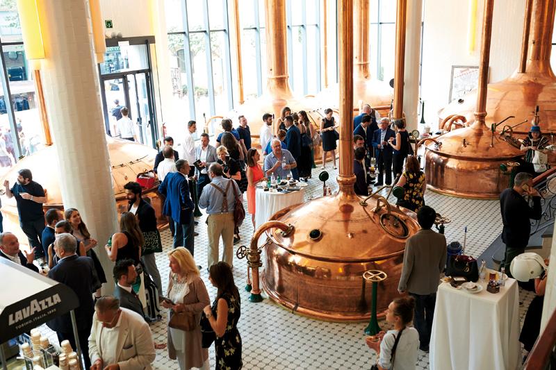 Η γοητευτική Antigua Fábrica Estrella Damm, το παλιό εργοστάσιο της διάσημης μπίρας της Βαρκελώνης, φιλοξένησε τη συνάντηση των καλύτερων σεφ του κόσμου