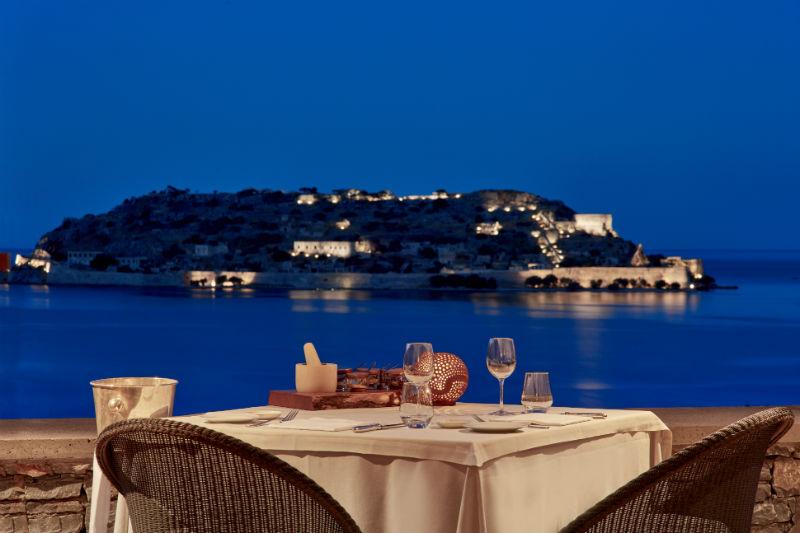 «Flame»: ρομαντικό δείπνο αξιώσεων με θέα που δεν παίζεται - Χρυσοί Σκούφοι
