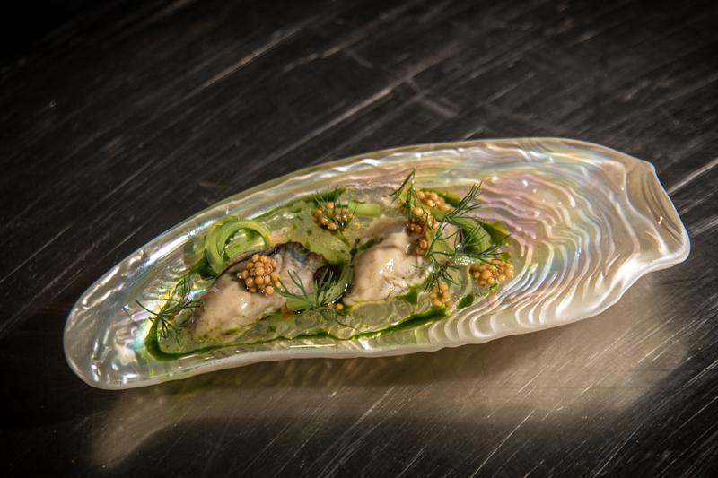 Η σύνθεση με στρείδια του Ισπανού σεφ είναι ένα πιάτο που δύσκολα το ξεχνάς