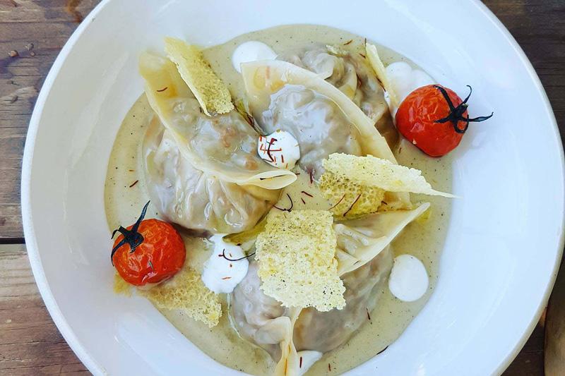 Η μοντέρνα ελληνική κουζίνα του Cesar Meze Bar στην Λίνδο  - Χρυσοί Σκούφοι