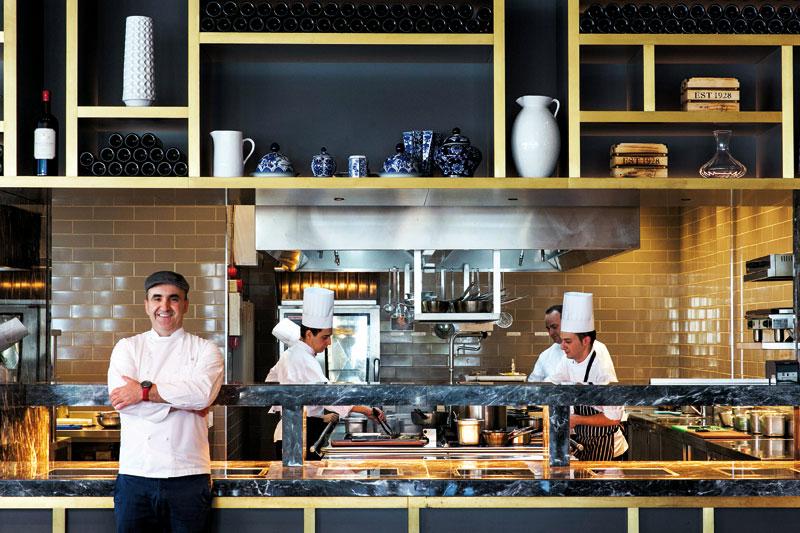 Ο Σωτήρης Ευαγγέλου καινοτομεί κι εκσυγχρονίζει τις ελληνικές γεύσεις στο «Salonica»