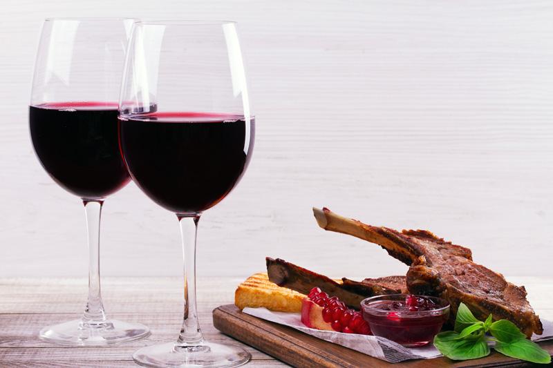 Τα καλύτερα κρασιά για τον Οβελία  - Χρυσοί Σκούφοι