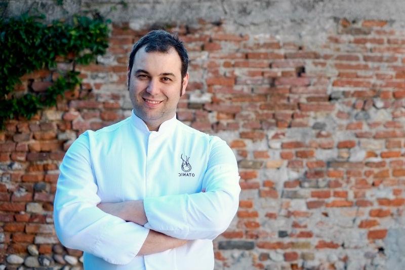 Ο σεφ του μονάστερου «Feva» Νicola Dinato για μια βραδιά στη Σαντορίνη  - Χρυσοί Σκούφοι