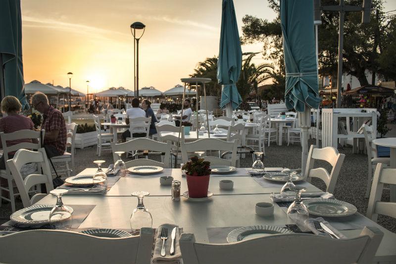 «Γράδα Blue», δυνατή σεζόν για το θαλασσινό εστιατόριο της Νικήτης - Χρυσοί Σκούφοι