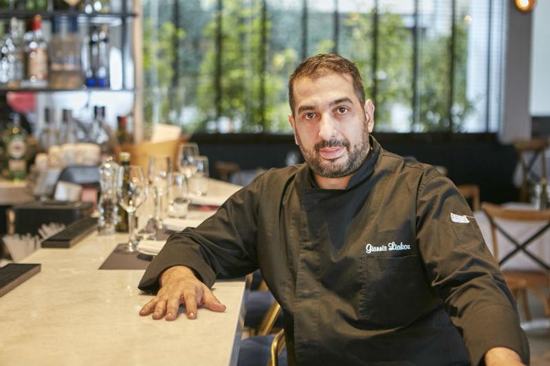 Στη «Scorpina» ο Γιάννης Λιάκος αναδεικνύει το seafood - Χρυσοί Σκούφοι