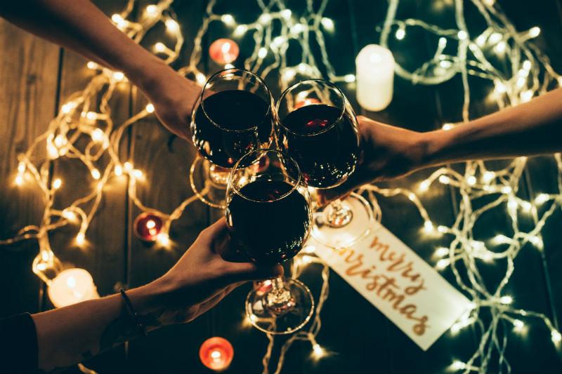 Τα κρασιά που απογειώνουν το γιορτινό τραπέζι - Χρυσοί Σκούφοι