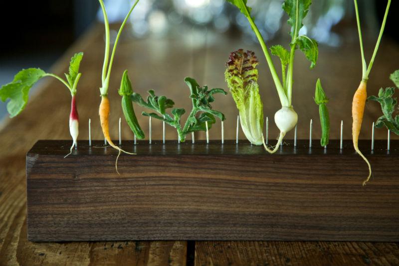 Και τα λαχανικά στα… κάγκελα από τον Dan Barber στο «Blue Hill at Stone Barns» στη Νέα Υόρκη.