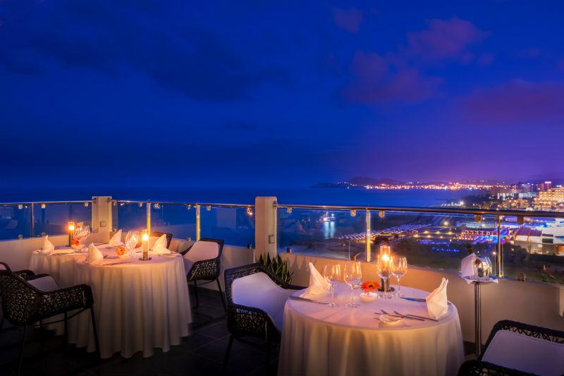 Η ροδίτικη κουζίνα συναντά τους διεθνείς σεφ της ελληνικής γαστρονομίας - Χρυσοί Σκούφοι