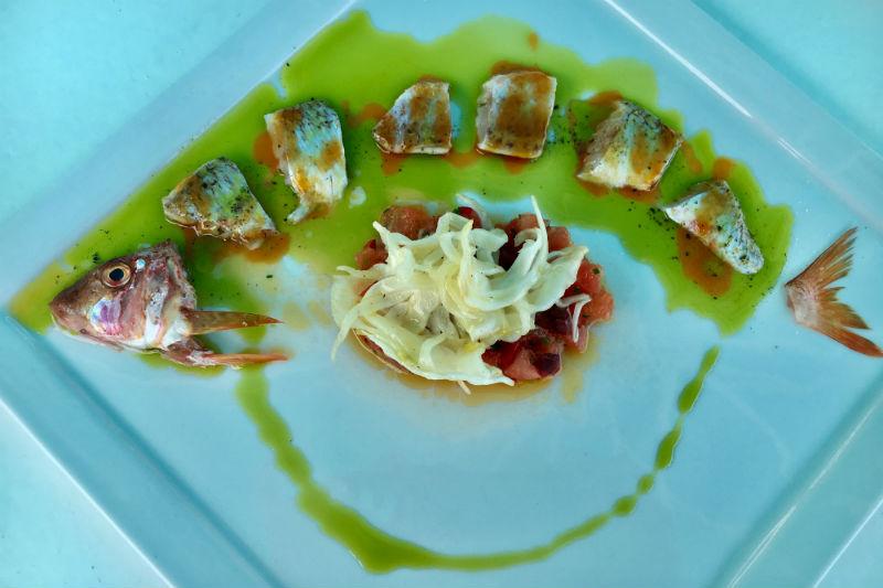 «Γράδα Blue», η θαλασσινή κουζίνα της Χαλκιδικής σε mood Σεπτέμβρη - Χρυσοί Σκούφοι