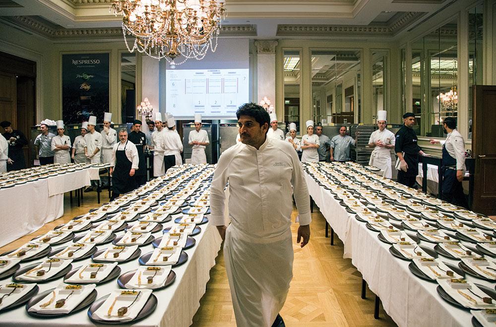 Ο κορυφαίος σεφ στον κόσμο επέβλεπε κάθε λεπτομέρεια της προετοιμασίας των πιάτων.