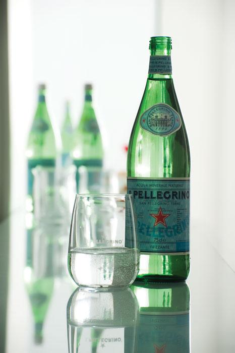 Το ελαφρώς ανθρακούχο S.Pellegrino από την καρδιά των Ιταλικών Άλπεων και το φυσικό βελούδινο Acqua Panna από την Τοσκάνη συνόδευσαν και φέτος το δείπνο.