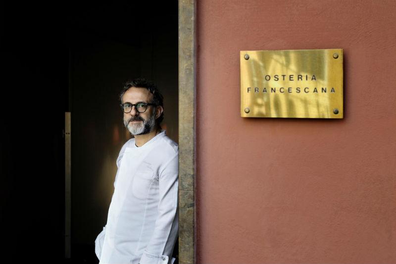 O Massimo Bottura μαγειρεύει σπίτι του και ρίχνει το instagram - Χρυσοί Σκούφοι