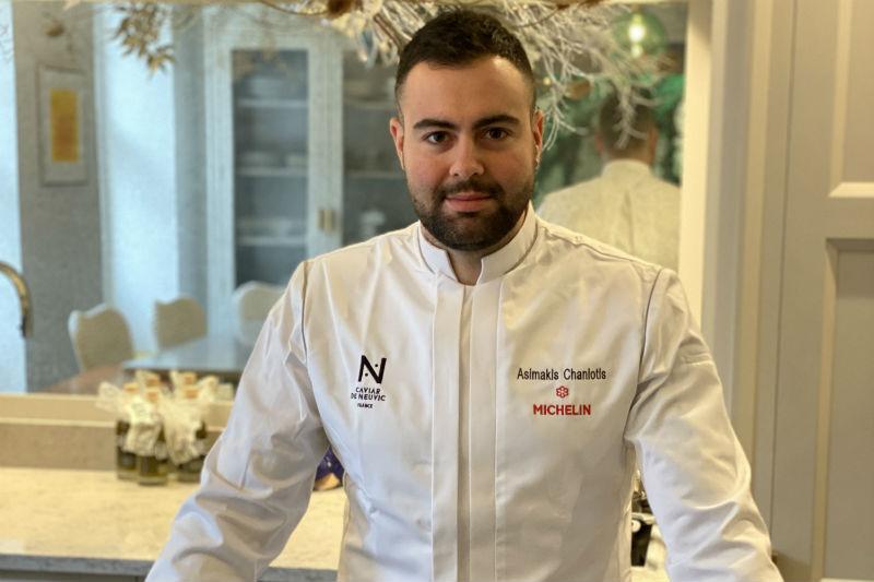 Μιλήσαμε με τον Ασημάκη Χανιώτη, το νεαρότερο σεφ που κέρδισε αστέρι Michelin στο Λονδίνο - Χρυσοί Σκούφοι