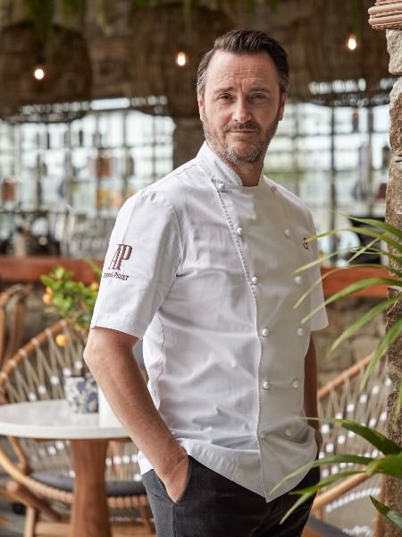 To «Mykonos Social» κάνει πρεμιέρα με τον μισελενάτο και φιλέλληνα σεφ Jason Atherton επικεφαλής