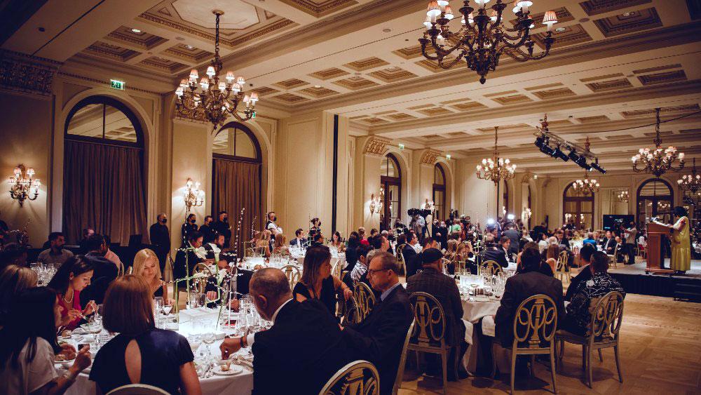 Το λαμπερό Grand Ballroom της «Μεγάλης Βρεταννίας» φιλοξένησε άψογα και με όλα τα μέτρα την τελετή απονομής