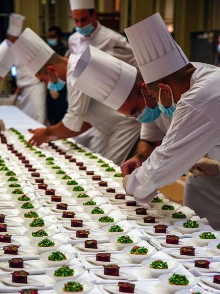 Καθοριστική η συμβολή της μπριγάδας της «Μεγάλης Βρεταννίας» στην επιτυχία του dîner de gala της απονομής.